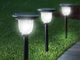 انواع چراغ خورشیدی باغی